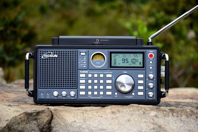 Радиоприёмник старого образца