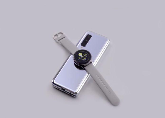 Смартфон Galaxy Fold заряжает наручные часы