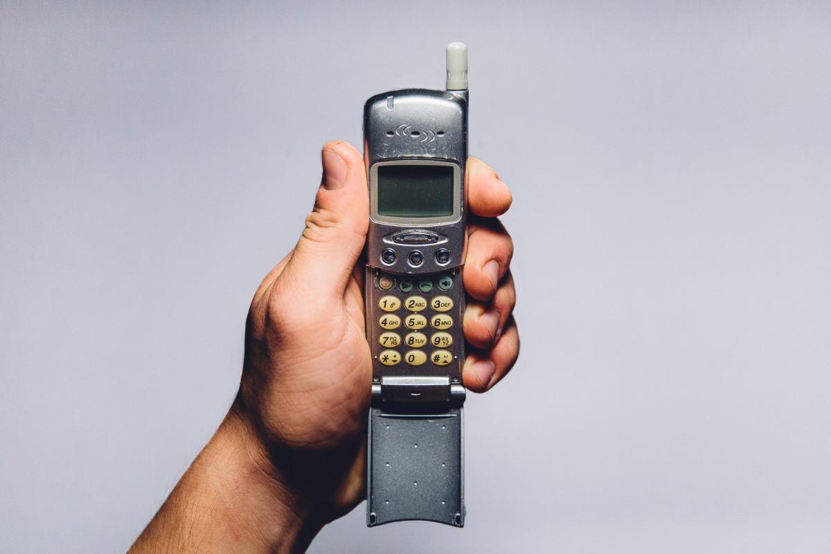 Тест: сможете ли вы угадать марку этих старых телефонов по фото?