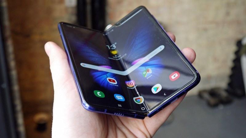 Сгибающиеся смартфоны Samsung увидели свет