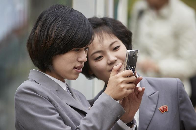 Как выглядит сотовая жизнь в Северной Корее и какой телефон у Ким Чен Ына