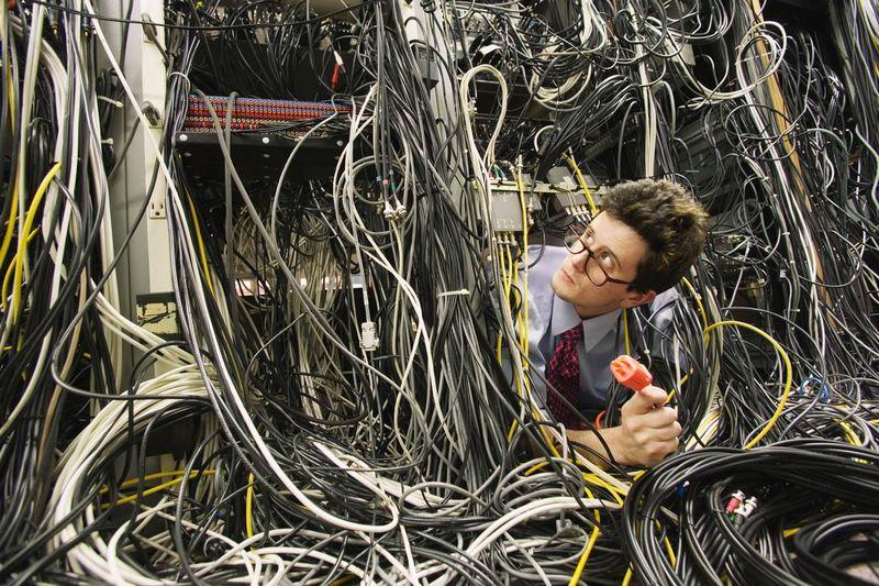 Хватит путаться в проводах — 5 крутых способов хранить наушники