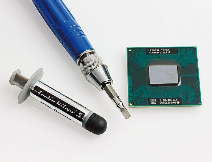 Для замены процессора ноутбука понадобятся отвёртки и термопаста