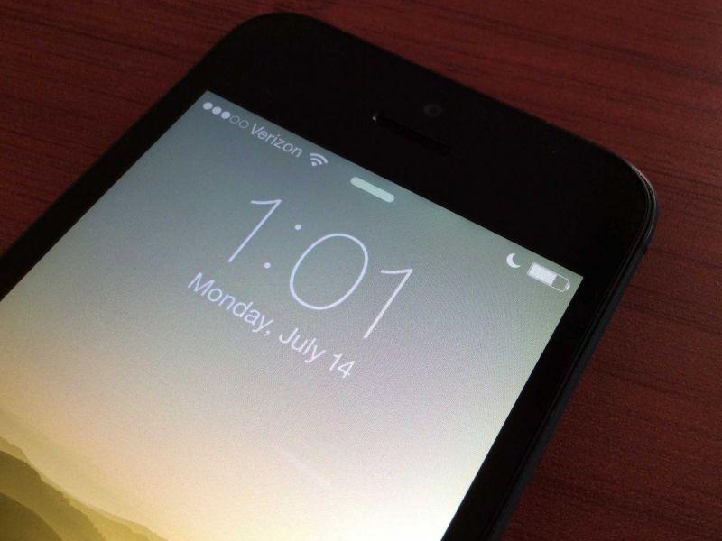 На экране телефона появился значок полумесяца:что с этим делать?