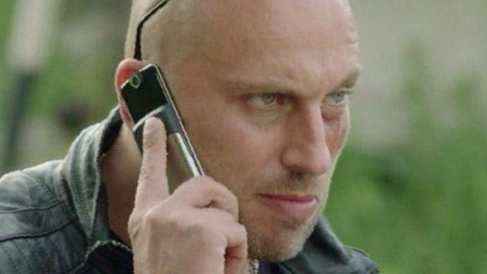 Физрук с телефоном