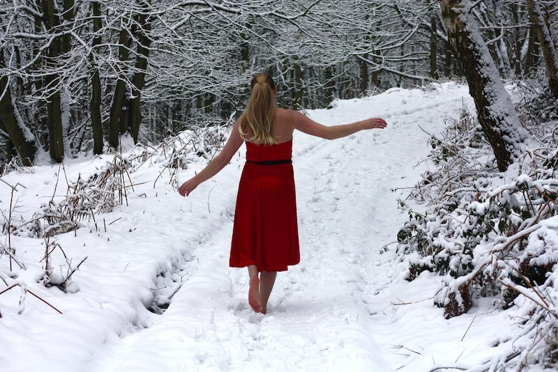 Зимние фото девушки без верхней одежды