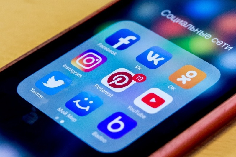 Кого больше всего лайкают, комментируют и репостят в российских соцсетях: отчет Brand Analytics
