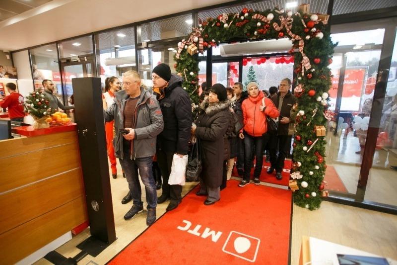 Новогодние тарифы и подарки от мобильных операторов: чем полезно воспользоваться в праздники