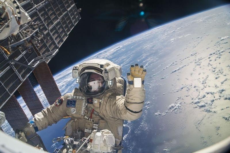 Побывать в космосе, не выходя из дома: блоги, которые ведут настоящие космонавты