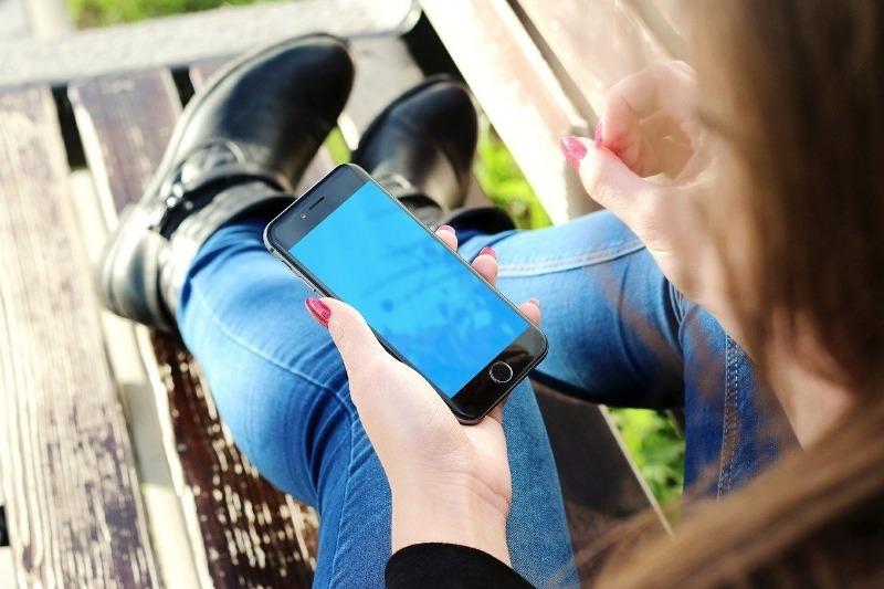Мерцает экран на телефоне: 5 возможных причин