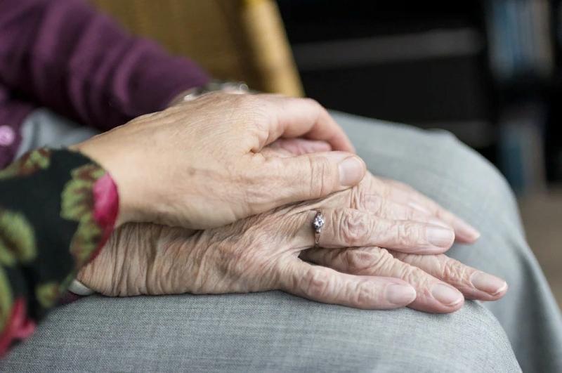 5 полезных гаджетов для пожилых людей, которые стоит подарить престарелым родителям