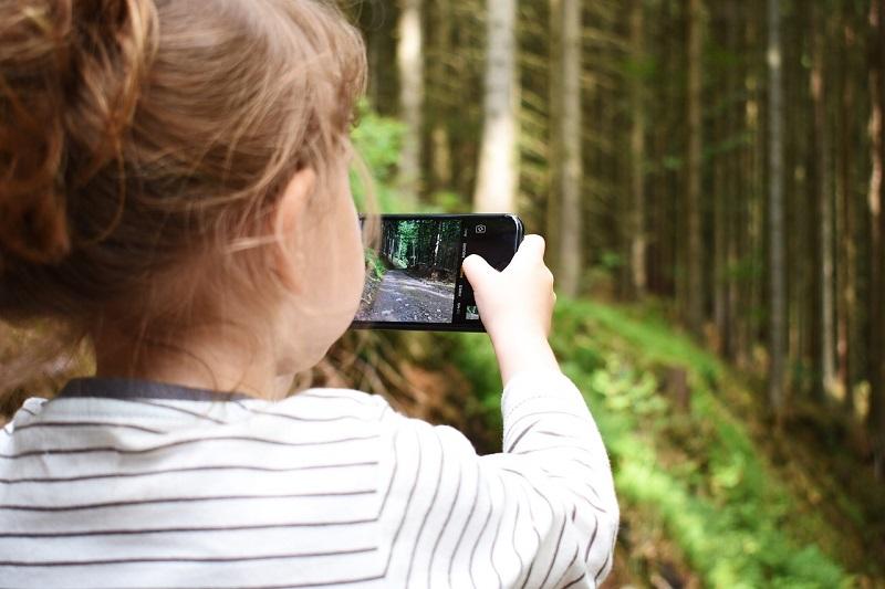 Как выбрать ребенку смартфон, который прослужит не один год